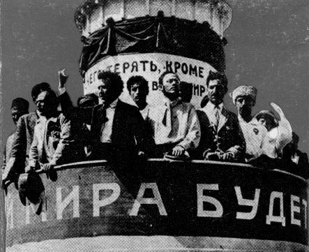 Zinoviev address the Congress with Radek at his side